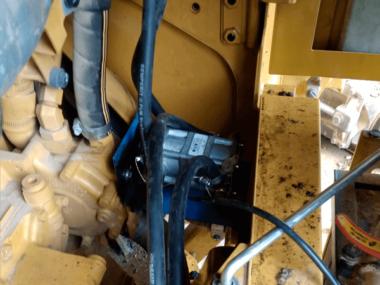 Расходомер 250D CAN смонтирован на специальный-кронштейн. Соединения датчика опломбированы