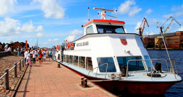 Control of fuel consumption on small passenger ships