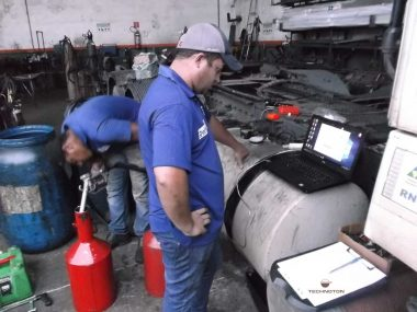 The procedure of tank calibration. Data is saved to the sensor via Service DUT-E